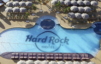Бассейны Hard Rock Hotel Tenerife украсила мозаика Ezarri